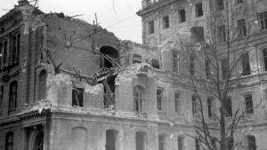 Bombade hus, 1940