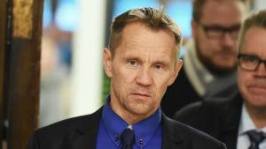 Mika Niikko har hemlihgållitt sitt ägand ei ett företag med kopplingar till Kina skriver Suomen Kuvalehti.