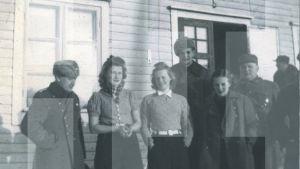 Ilmatorjuntalottia ja sotilaita 1940