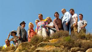 Elokuvan Hurmaava joukkoitsemurha keskeiset näyttelijät.