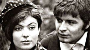 Maarita Mäkelä ja Eero Melasniemi elokuvassa Kuuma kissa? (1968)