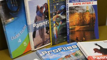 Läroböcker i olika främmande språk.