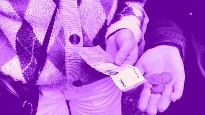 Digitreenien pääkuva: Taustakuvassa kolikoita ihmisen kädessä. Kuvassa tekstit: Maksa kaverille, Digitreenit ja yle.fi/oppiminen