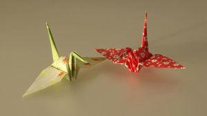 Två tranor av papper