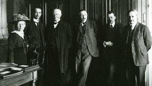 Personer uppställda under fredskonferens 1917
