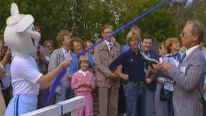 Maskotti Lasse-jänis Yleisurheilun MM-kisoissa 1983