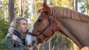 Janina Tiihonen ja hevonen