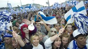 60 000 personer firade hockeyguldet i Helsingfors år 2011.