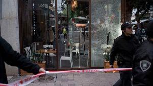 Två personer dödades på café i Tel Aviv