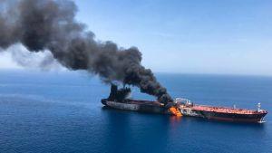 Det norska oljetankfartyget Front Altair brinner fortfarande efter att ha drabbats av tre explosioner på torsdagen.