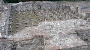 Ruinen av ett romerskt badhhus i Grekland.