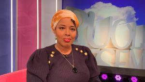 Kirjailija Nura Farah Puoli seitsemän -ohjelmassa