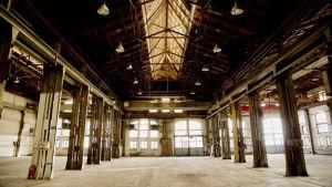 Loppmarknaden Konepajan Bruno är 1 200 kvadratmeter stor och har plats för 175 bord.