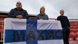 Tillresta supportrar vid Finlands flagga på World Transplant Games.