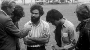Pasi Rutanen haastattelemassa ihmisiä 1968