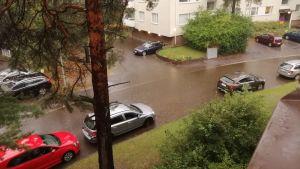 Översvämmad gata i Stenhagen.