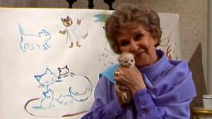Kylli-täti pitelee kissanpentua