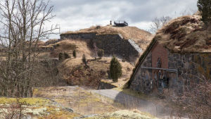 Gamla fästningar på ö i Helsingfors skärgård.