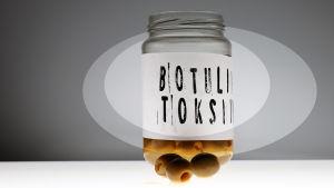 oliiveja purkissa, etiketissä lukee botuliinitoksiini