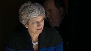 Storbritanniens premiärminister fotograferades i dörren till 10 Downing Street på tisdagen, inför hennes möte med Natos generalsekreterare Jens Stoltenberg.