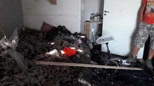 Ett av sovrummen efter branden.