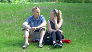 Simon Gripenberg och Christine Furu ordnar en picknick mot kärnkraft i Jakobstad.