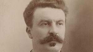 Den franska författaren Guy de Maupassant 1888 fotograferad av Nadar.
