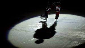 Strålkastare på HIFK-spelares skridskor