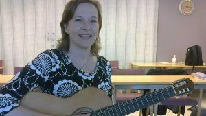 Musiikkipedagogi, hoivamuusikko Pia-Maria Björkman