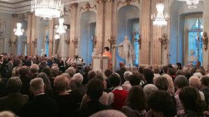 Monica Fagerholm håller tal då Lilla Nobelspriset delades ut 2016.