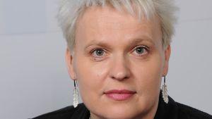 Erja Sandberg i närbild.