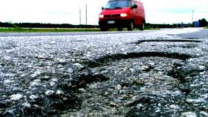 Dåliga vägar finns det gått om i Finland.