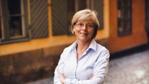 Författaren och journalisten Ingrid Carlbergs biografi över Alfred Nobel är den första oberoende över honom med alla källor tillgängliga.