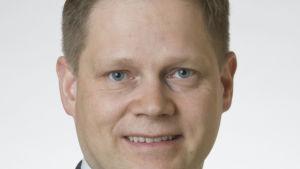 Markus Lohi är jurist.