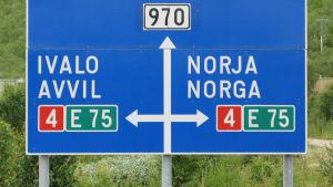 Bild på en vägskylt i Lapland.
