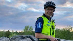 Äldre konstapel Niklas Kråknäs från Förebyggande funktionen vid Polisinrättningen i Helsingfors. 2021.