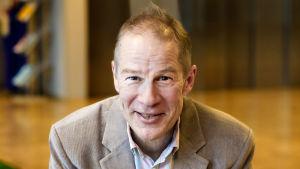 """Mikael Fogelholm, professor i Näringslära vid Helsingfors universitet, har kallats """"Göbbels"""" av Antti Heikkilä."""