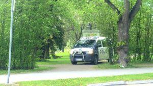 Polisbil i Skolparken i Jakobstad.