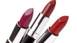 Tullen har hittat brister i många kosmetiska produkter.