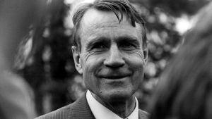 Mauno Koivisto käy selostamassa presidentti Urho Kekkoselle hallituksen muodostamisen neuvottelutilannetta 18. toukokuuta 1979.