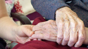 Hoitajan työssä  kosketuskin on tärkeää