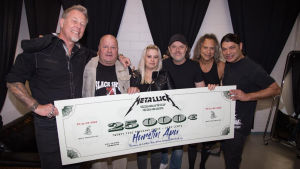 Metallica donerar 25 000 euro till Hurstis mathjälp.