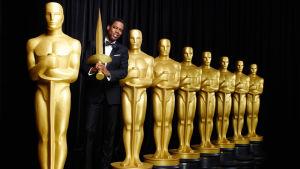 Chris Rock juontaa Oscarit.