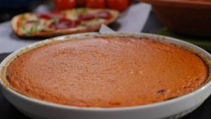 Tomaattinen juustopiirakka