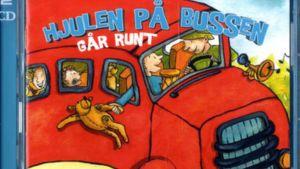 """En del av pärmbilden till Anna Brummers bok """"Hjulen på bussen går runt. Fontana Media 2007."""