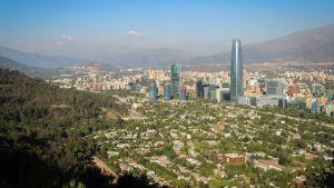För den som är intresserad av att studera eller arbeta i Sydamerika kan Chile vara ett bra alternativ.