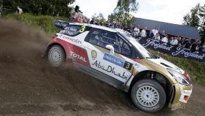 Kris Meeke i farten under VM-rallyt i Jyväskylä.