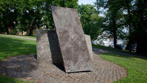 De judiska flyktingarnas minnessten i Observatorieparken i Helsingfors, år 2000.