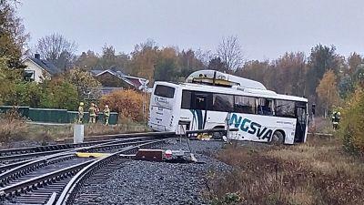 Krock mellan ett tåg och en buss i Kaskö den 5 oktober 2021.