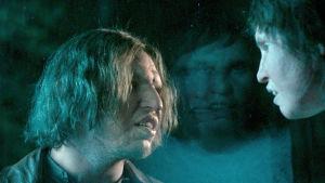 Ur filmen Gräns, t.v. Eero Milonoff, t.v. Eva Melander.